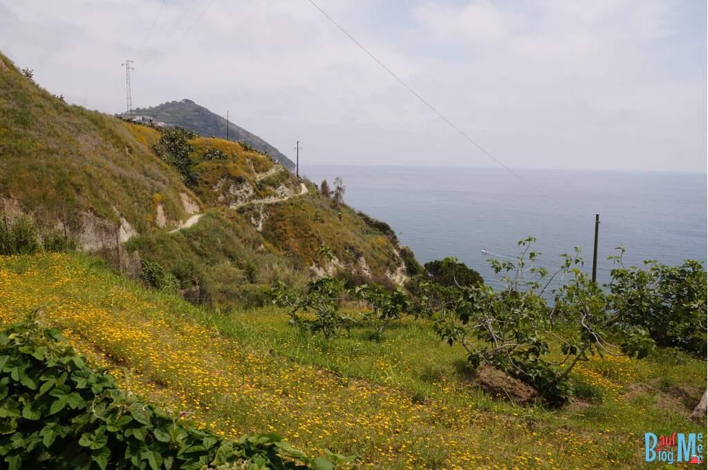Küstenaussicht beim Wandern von Sant Angelo nach Maronti