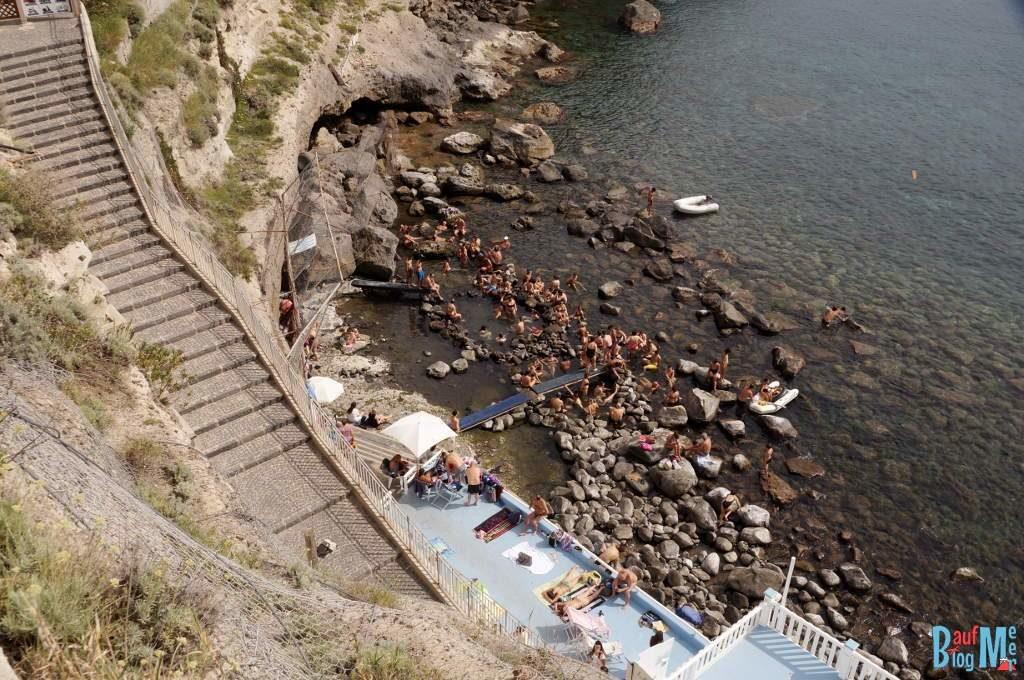 Abstieg zur Sorgeto Bucht auf Ischia