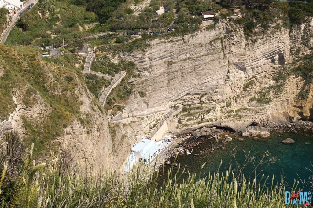 Blick auf die Sorgeto Bucht im Golf von Neapel vom Monte di Panza