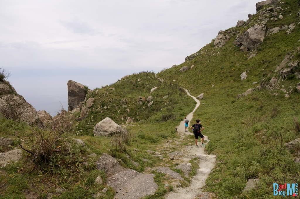 Höhenwanderweg im Westen Ischias im Golf von Neapel