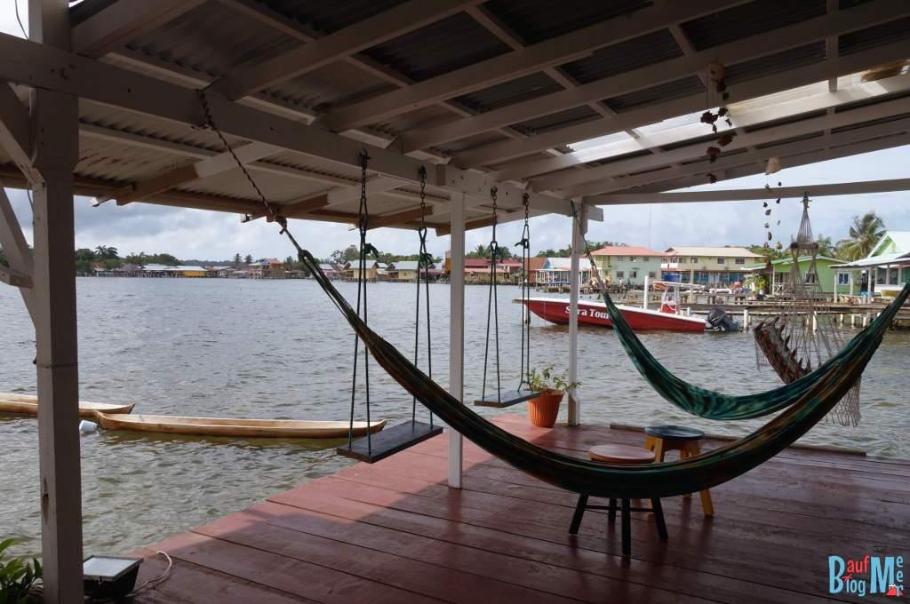 Terasse des Barrbra BnB in Bocas del Toro in der Regenzeit
