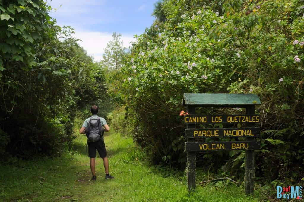 Schild beim Startpunkt des Sendero los Quetzales in Panama