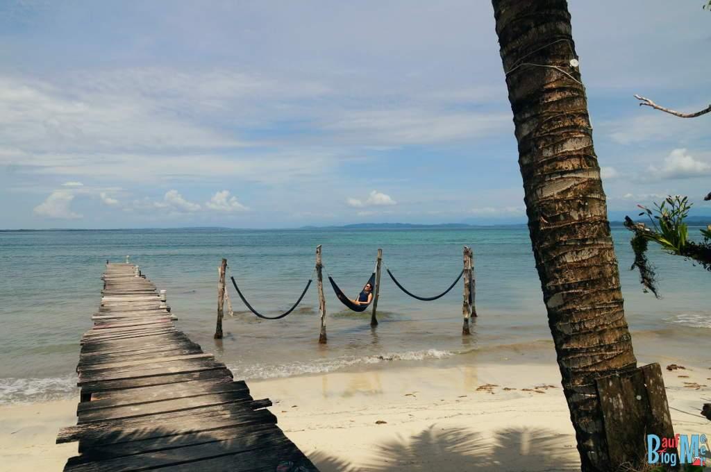 Hängematte auf der Isla Carenero in Bocas del Toro zur Regenzeit