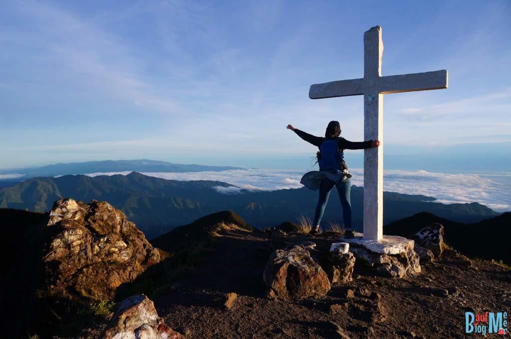 Am Gipfelkreuz des Volcan Baru