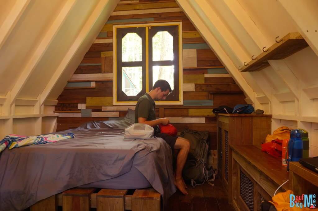 Zimmer der Nomad Tree Lodge in der Nähe der Playa Bluff