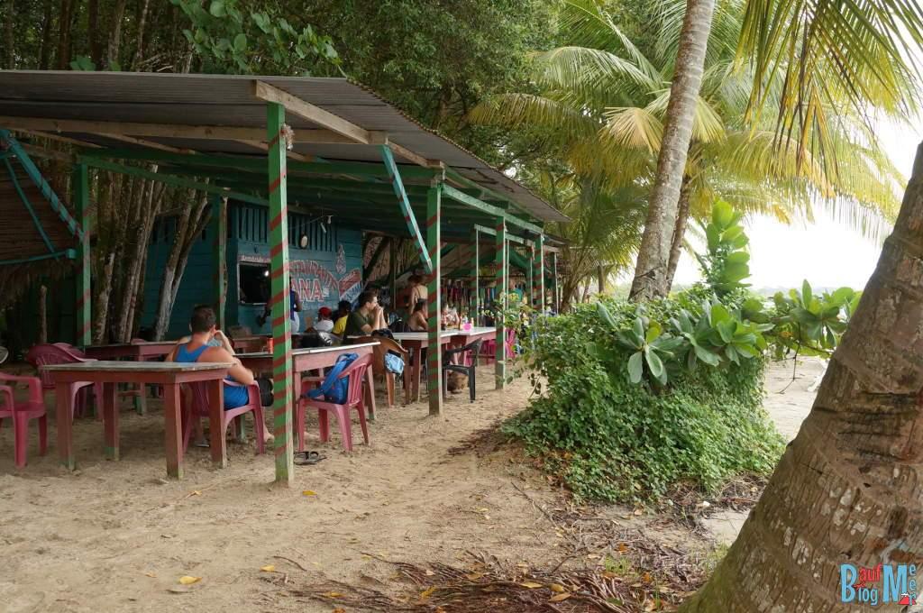 Restaurants an der Playa Estrella in Bocas del Toro zur Regenzeit