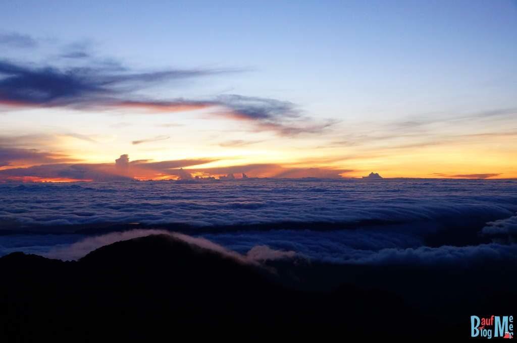 Sonnenaufgang und Wolkenmeer vom Gipfel des Volcan Baru