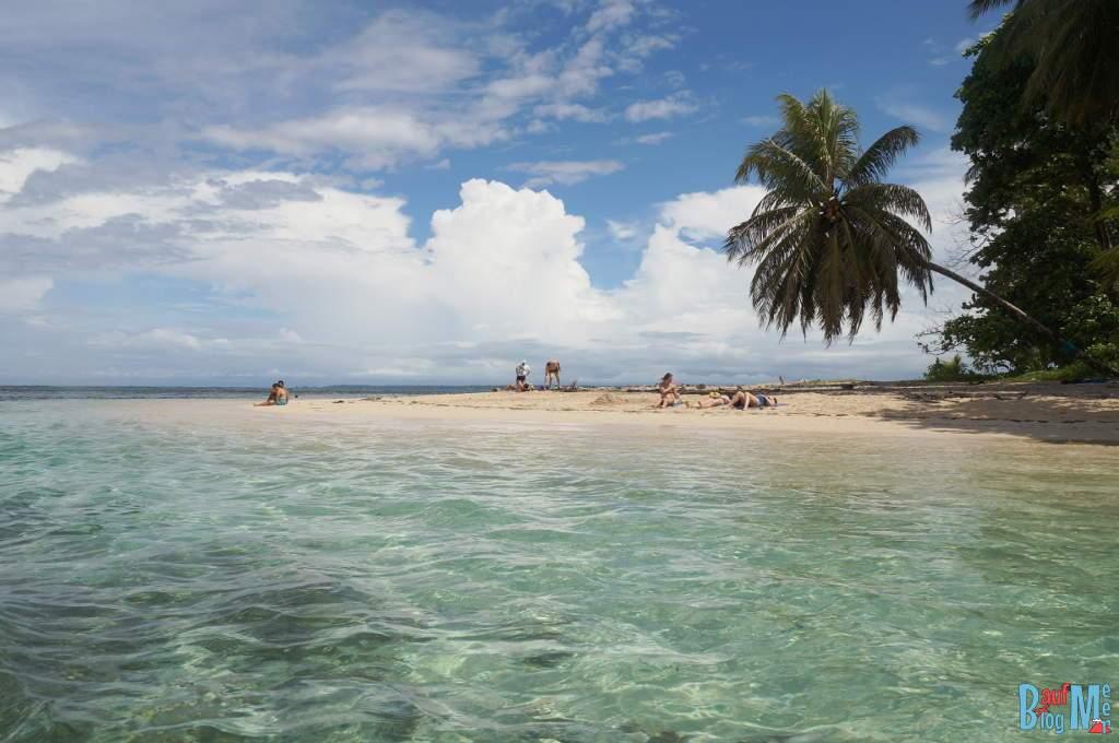 Zapatilla Island vom Boot aus