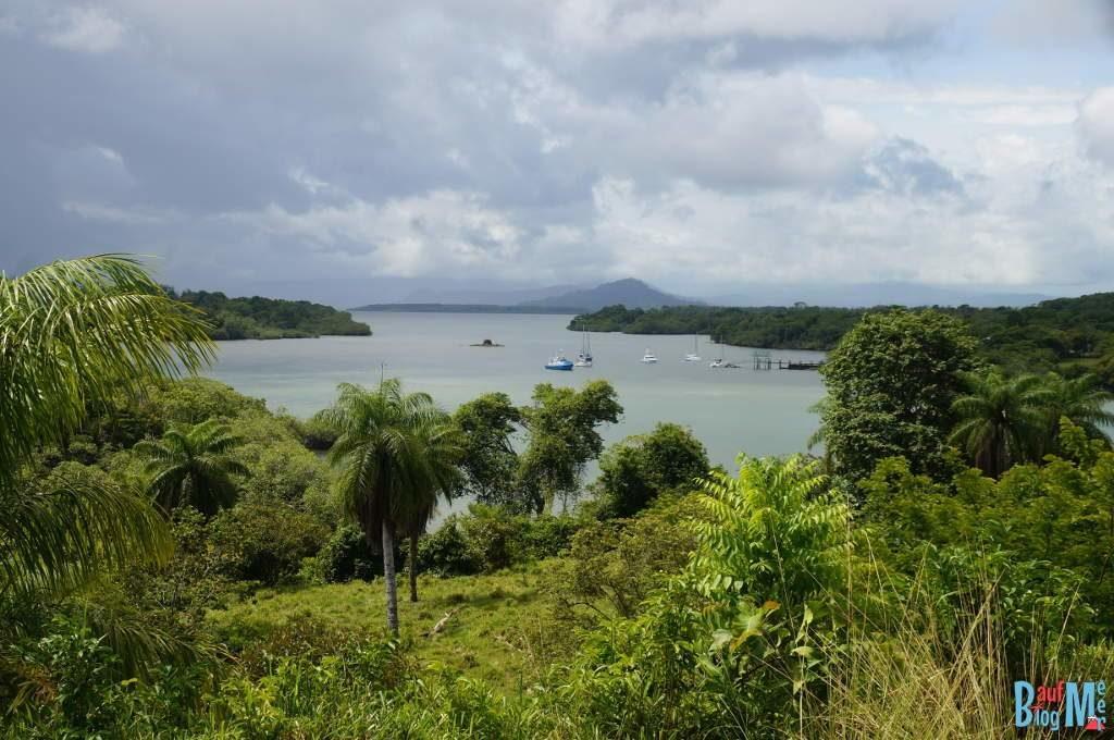 Aussicht auf das Meer vom Hügel auf Boca Brava im Golf von Chiriqui