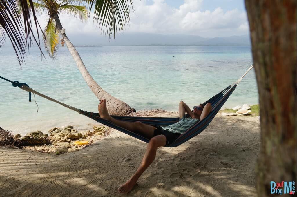 Chris in der Hängematte auf der ersten Insel in San Blas Panama