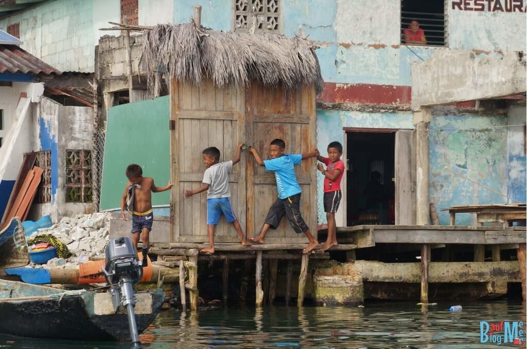 Kuna Kinder in San Blas Panama