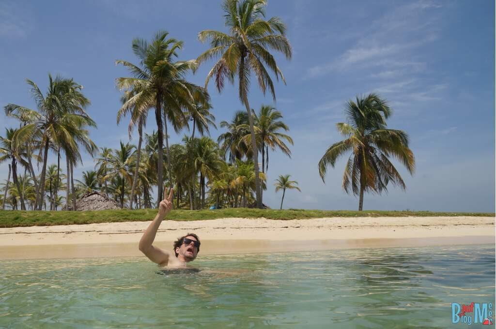 Chris im Meer vor einer Insel in San Blas Panama