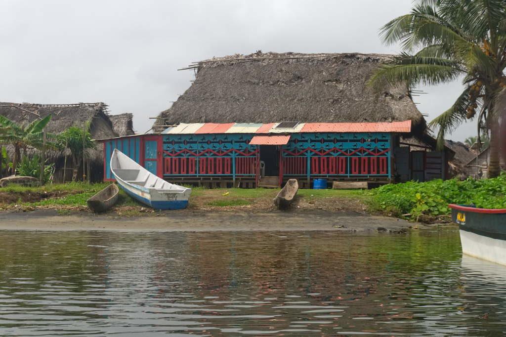 Unterkunft in Armila einem Kuna Dorf noch in Guna Yala kurz vor der kolumbianischen Grenze