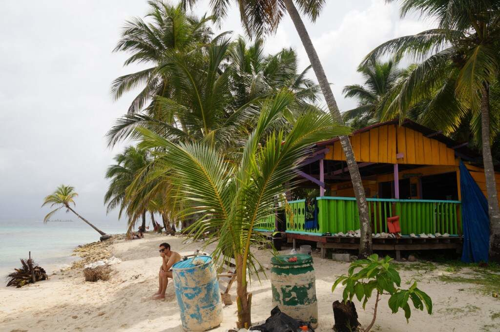 Eine Restaurant Hütte auf den San Blas Inseln