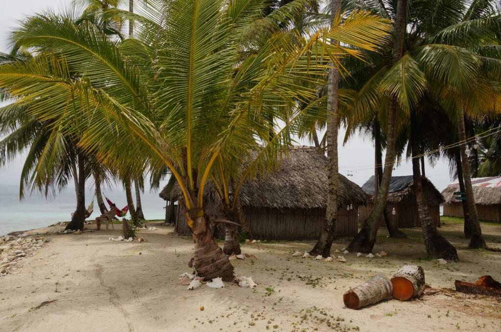 Einfache Hütten auf Naranjo Chico San Blas Inseln
