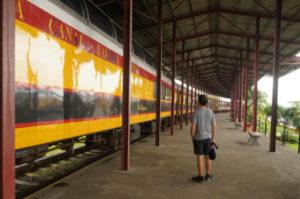 Historischer Zug zu Tourismuszwecken nicht für Backpacker in Panama