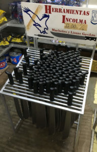 Entdeckt beim Panama Backpacking:Macheten im Supermarkt in Panama