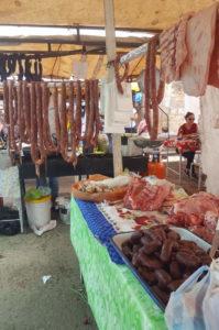 Fleischverkauf auf dem Sonntagsmarkt in Villa de Leyva