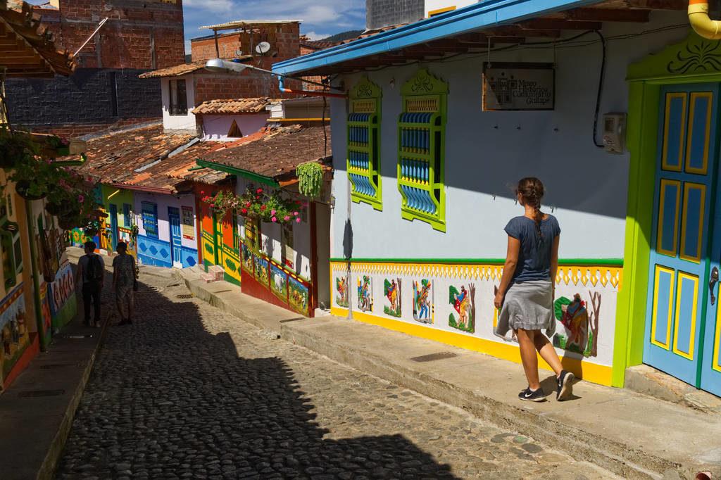 Buntes Gässchen in Guatapé