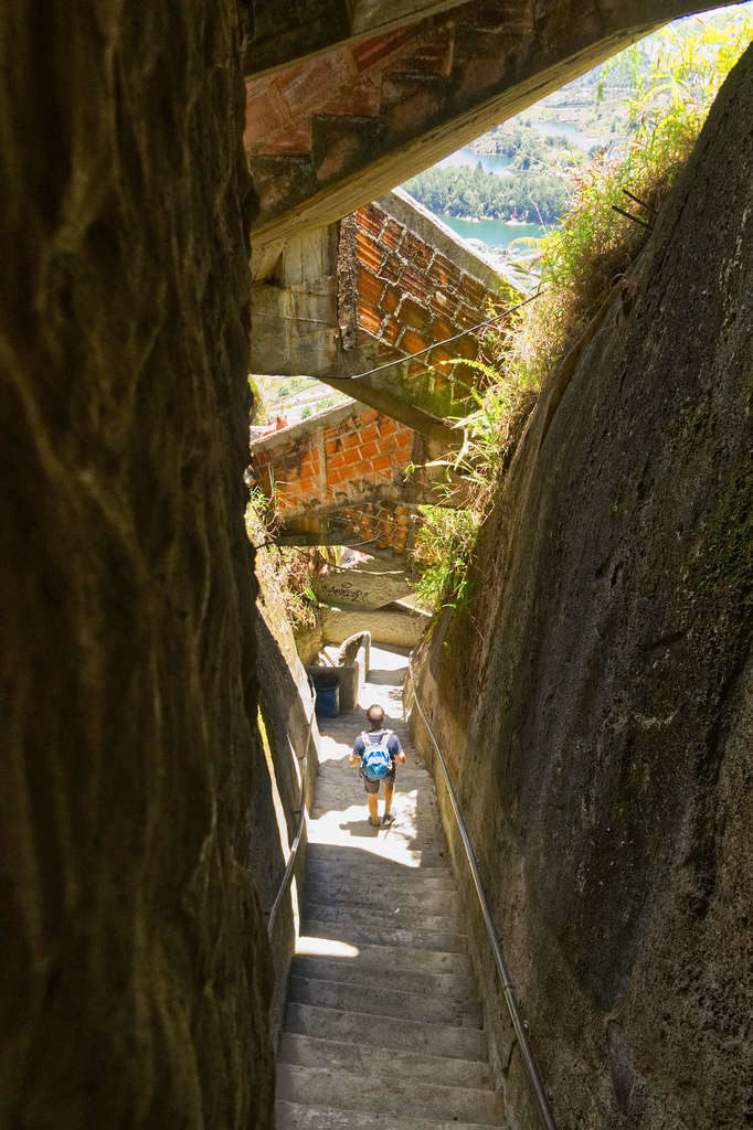 Treppenlabyrinth des Piedra del Penol in Guatape