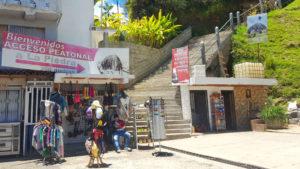 Hier hält der Bus nach Guatape beim Piedra Penol