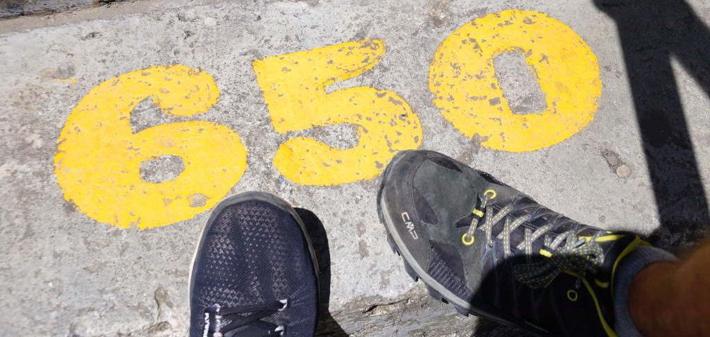 659 Studen führen den Piedra del Peñol hinauf.