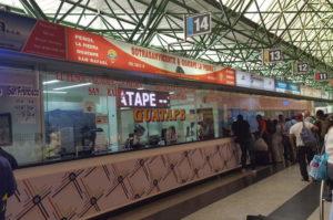 Schalter 14 in Medellín: Hier kaufst du Tickets nach Piedra del Peñol und Guatapé