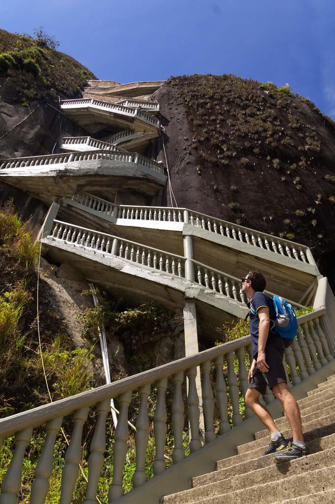 Die Treppen rauf auf den Piedra del Peñol