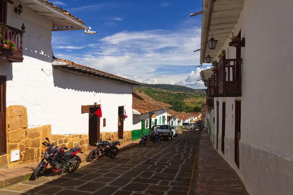 Das ist Berichara: Kopfsteinpflaster, Kolonialarchitektur und Aussicht