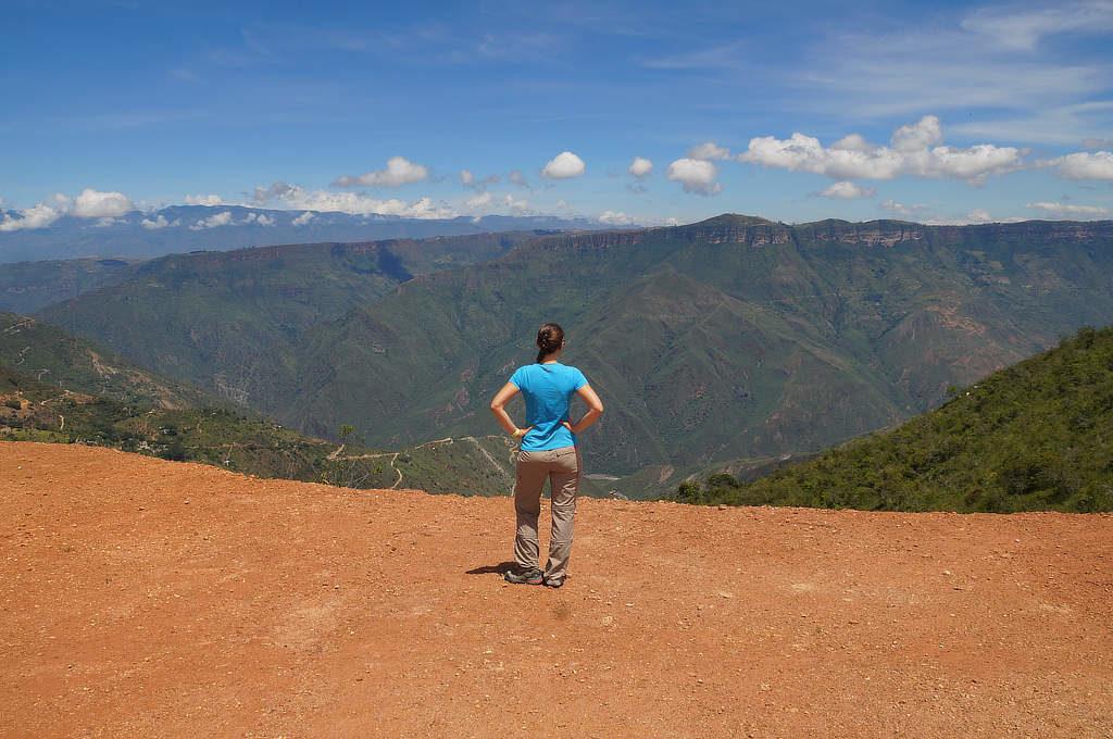 Ausblick auf den Chicamocha Canyon. Auf dieser Höhe starten einige Gleitschirmflüge