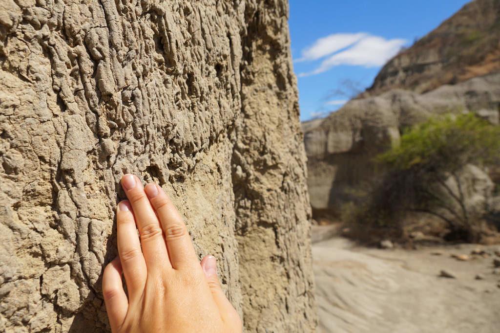 """Die """"Felsen"""" und Gebilde in der Wüste bestehen einfach nur aus Sand"""