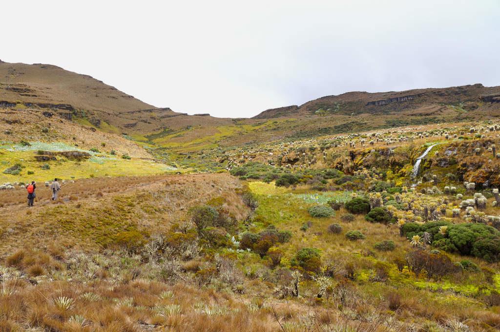 Landschaft und Wasserfall im Páramo de Oceta