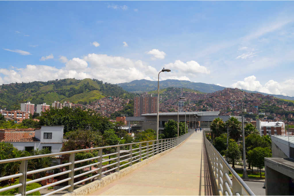 Brücke an der Metrostation San Javier in Medellín