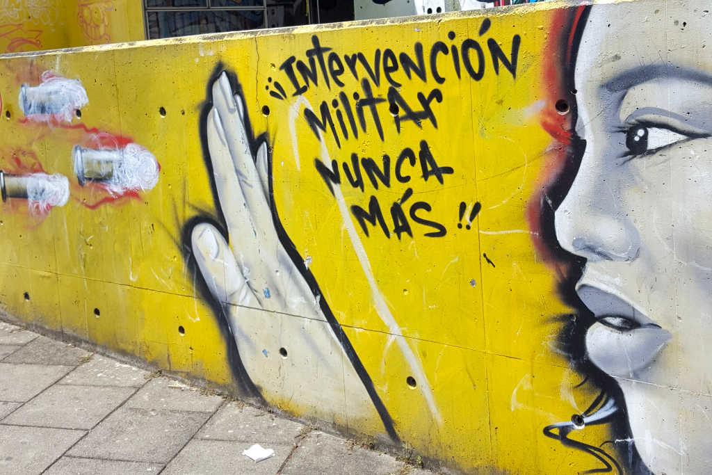 Graffiti gegen die Militäsintervention in Medellin