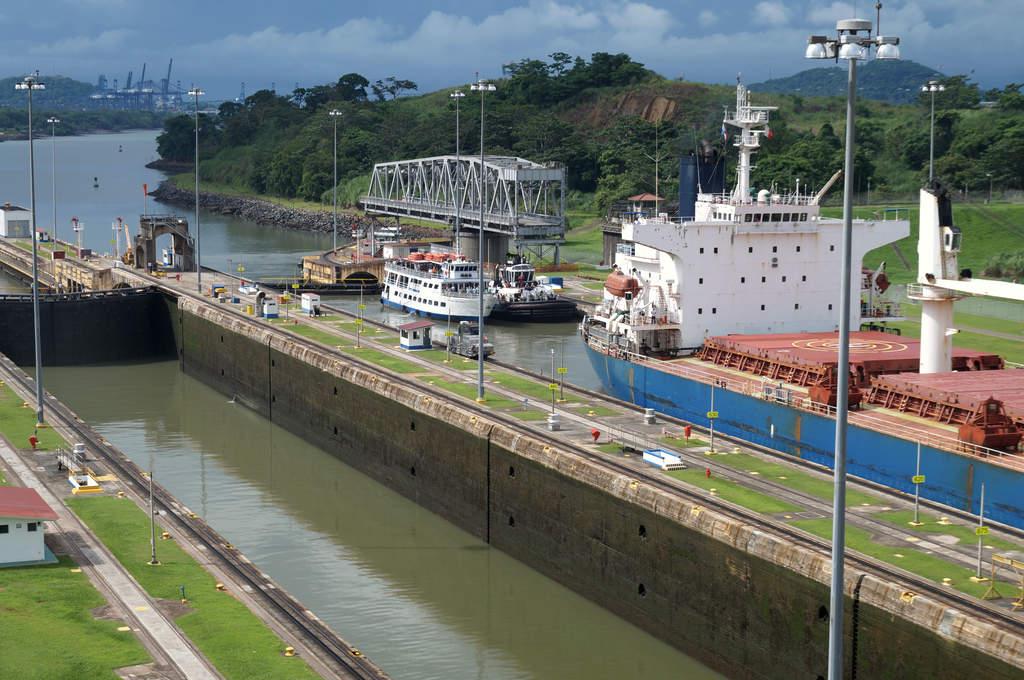 Die Einfahrt in den Panamakanal